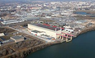 Vue aérienne de l'usine Areva de Chalon/Saint-Marcel qui fournit les équipements lourds aux centrales nucléaires.