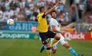 Le défenseur de Sochaux Mathieu Peybernes face à André-Pierre Gignac, le 19 août 2012