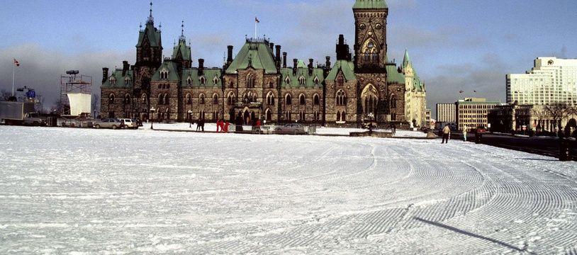 Le Parlement canadien sous la neige à Ottawa. (illustration)