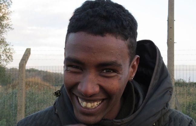 Tomas, un Erythréen âgé de 20 ans devant la «jungle» de Calais.