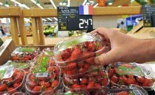 La consommation des ménages français a de nouveau décroché en avril, plombée par la hausse des prix et la stagnation du pouvoir d'achat des salariés, un mauvais augure pour la croissance au deuxième trimestre, après les chiffres meilleurs que prévu du premier.