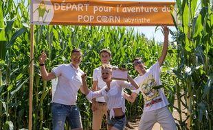 Des candidats au départ d'un labyrinthe de la société Pop Corn, à Ploëmel (Morbihan).