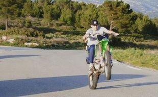 Florian Thauvin en « Y » sur sa moto à la période de l'adolescence.