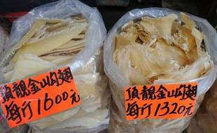 NTUC FairPrice, la plus grande chaîne de supermarchés de Singapour, a annoncé vendredi son intention de retirer de ses rayons les produits à base d'ailerons de requin, dont raffolent les Asiatiques mais qui menacent l'espèce, selon les défenseurs des animaux.