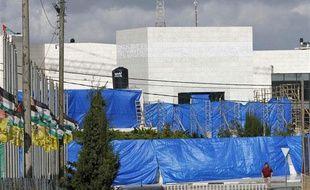 Des baches en plastique dissimulent le mausolée abritant la dépouille de Yasser Arafat, exhumée le 27 novembre 2012.