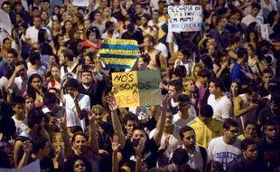 Environ 2.000 habitants des favelas de Vidigal et de la Rocinha, la plus grande de la ville,ont marché jusqu'au quartier ultra-chic de Leblon, où réside le gouverneur de Rio. Ils ont manifesté pacifiquement pour réclamer plus d'éducation notamment.
