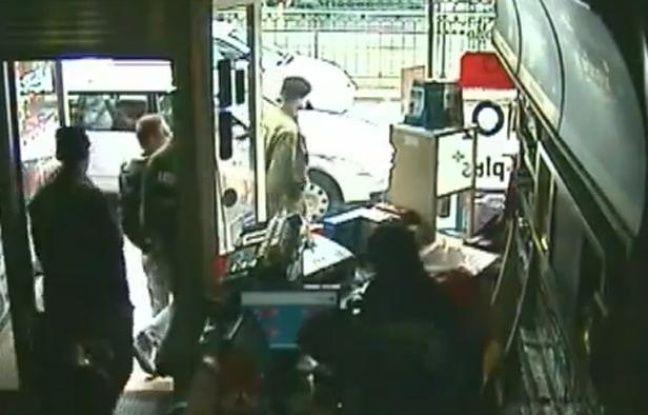 Capture d'écran des images de vidéosurveillance du cybercafé où a été arrêté Luka Rocco Magnotta, le 4 juin 2012.