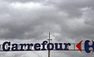 Le nouveau patron de Carrefour a demandé lundi trois ans pour redresser le géant français de la distribution par des économies de structure et des arbitrages sur sa présence à l'étranger, sans précision sur l'emploi au sein du groupe, numéro deux mondial du secteur.