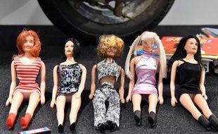 L'exposition Spice Up à Londres le 27 juillet 2018 montre des tenues et objets évoquant les Spice Girls
