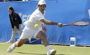 Le tennisman français Fabrice Santoro lors de son premier tour à Wimbledon contre Nicolas Kiefer, le 19 juin 2009.