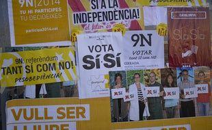 Des affiches pro-indépendance pour la Catalogne, à Barcelone, le 6 novembre 2014.