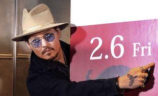 Johnny Depp pose pour les photographes à Tokyo, le 28 janvier 2015.