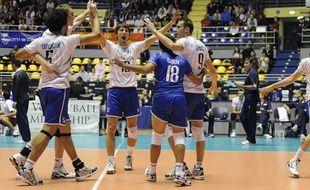 L'équipe de France de Volley fête sa victoire après le match face à la Chine (3-0), le lundi 27 septembre 2010 à Turin en Italie.