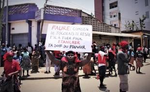 Une manifestante dans les rues de Lomé, le 5 octobre 2017.