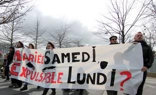Une petite centaine de personnes s'est rassemblée mercredi en soutien à Inès, une étudiante d'origine tunisienne menacée d'expulsion.