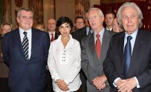 Parmi les 15 membres, figurent les avocats Thierry Herzog et Paul Lombard, le procureur général près la cour d'appel de Paris Laurent Le Mesle, d'autres magistrats, des universitaires et un journaliste, Mathieu Aron, chef du service police-justice à France-info.