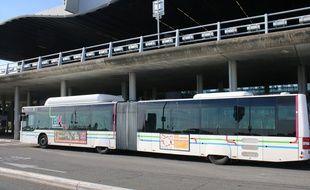 La Liane 1, qui relie la gare Saint-Jean à Bordeaux, à l'aéroport de Mérignac
