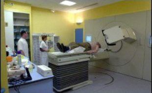 """Des """"accidents de radiothérapie"""" à l'hôpital d'Epinal ont entraîné un décès et des complications chez 13 patients traités pour des cancers de la prostate, a annoncé jeudi l'Agence régionale de l'Hospitalisation (ARH) de Lorraine."""