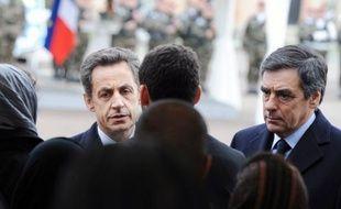 La cote de confiance de Nicolas Sarkozy se redresse de quatre points en mai, tout en restant très négative avec 60% de personnes exprimant leur défiance à l'égard du chef de l'Etat, selon un sondage TNS Sofres/Sopra group