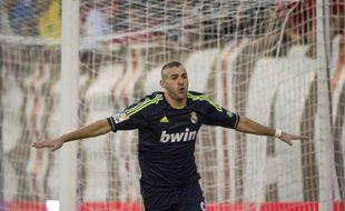 Le Real Madrid s'est imposé sans brio (2-0), grâce à Benzema et Ronaldo, face au Rayo Vallecano, lundi à l'extérieur, pour la 5e journée du championnat d'Espagne, revenant ainsi à 8 points du FC Barcelone, leader du classement après son sans-faute de 5 victoires en autant de matches.