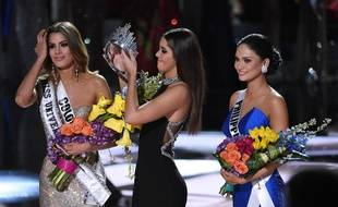 Le 20 décembre 2015, à Las Vegas, Miss Colombie n'a gardé la couronne de Miss Univers que quelques minutes. Miss Philippines est la gagnante. Ethan Miller/Getty Images/AFP