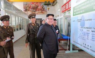 Cette photo datée datée du 23 août 2017 montre le leader nord-coréen Kim Jong-un. KCNA VIA KNS