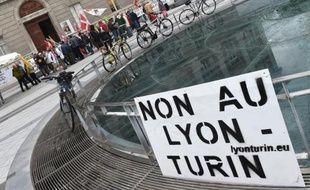 Une manifestation d'opposants au projet Lyon-Turin, le 11 juillet 2014 à Chambéry