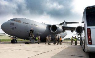 Le dernier avion britannique parti de Kaboul ramène les derniers diplomates et des civils afghans vers la Grande-Bretagne le 29 août 2021.