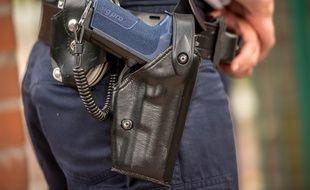 Illustration d'un policier et de son arme.