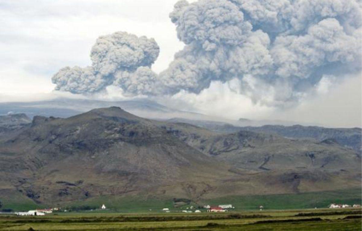 Le volcan islandais crache un nuage de cendres qui s'étend sur des milliers de kilomètres. –  H. KOLBEINS / AFP