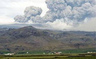 Le volcan islandais crache un nuage de cendres qui s'étend sur des milliers de kilomètres.