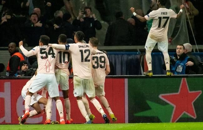 Ligue des champions: Humiliation ultime, un joueur de Manchester est rentré sur le terrain avec un maillot floqué PSG