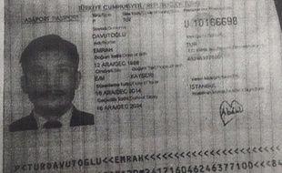 Carte d'identité d'un suspect recherché après l'attentat de Bangkok diffusée le 2 septembre 2015.