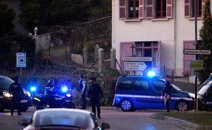 La première reconstitution de la nuit du meurtre de la petite Maëlys a débuté lundi 24 septembre vers 20 heures à Pont-de-Beauvoisi, en Isère.