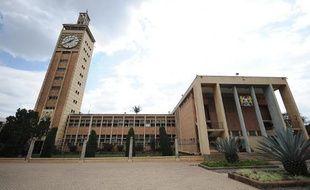 Les députés kényans ont adopté jeudi une motion demandant que le Kenya se retire de la Cour pénale internationale (CPI) qui doit commencer à juger, en septembre et novembre, les deux têtes de l'exécutif kényan pour crimes contre l'humanité.