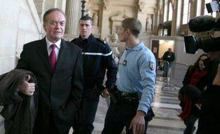 """Bernard Bonnet, qui a succédé au préfet de Corse Claude Erignac tué en février 1998 en Corse, a jugé """"tout à fait crédible l'implication d'Yvan Colonna"""" dans cet assassinat, lundi devant la cour d'assises spéciale de Paris qui juge en appel le berger de Cargèse."""