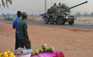 Le Parlement doit se prononcer lundi sur la prolongation de l'opération militaire française au Mali, dont le dispositif est peu à peu allégé, près de quatre mois après le début des combats contre les groupes islamistes qui occupaient le nord du pays.