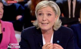"""Marine Le Pen dans """"L'Emission Politique"""" le 9 février 2017 sur France 2."""