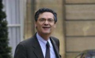 Nicolas Sarkozy a nommé vendredi le secrétaire général de l'UMP Patrick Devedjian au poste de ministre en charge de veiller à l'application du plan de relance économique de 26 milliards d'euros dévoilé jeudi à Douai, a confirmé l'Elysée.