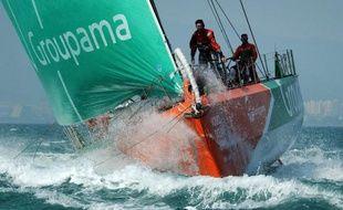 Le voilier français Groupama 4, skippé par Franck Cammas, a accru son avance mardi en tête de la flotte de la Volvo Ocean Race, profitant de vents favorables pour se donner une marge de sécurité en prévision d'un retour possible de ses cinq poursuivants.