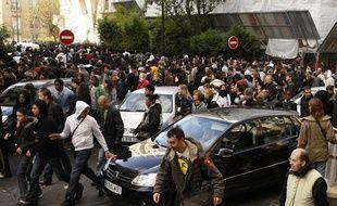 5.000 personnes s'étaient rassemblées aux Champs-Elysées, à Paris, pour l'opération d'une société qui voulait distribuer de l'argent dans la rue le 14 novembre 2009.