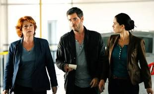 """Les comédiens Véronique Genest, Guillaume Gabriel et Leslie Coutterand dans l'épisode """"Les disparus"""" de """"Julie Lescaut""""."""