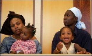 La préfecture du Val-de-Marne a proposé samedi d'accueillir dans un centre d'hébergement à Créteil les personnes à risque après avoir appris que deux enfants du gymnase de Cachan avaient contracté la varicelle.
