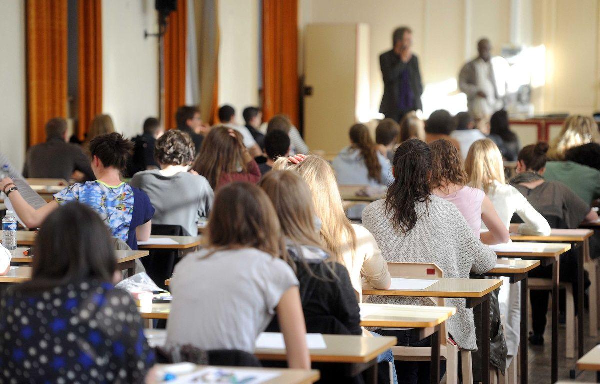 Une salle d'examen du bac au lycée Poincaré de Nancy. – POL EMILE/SIPA