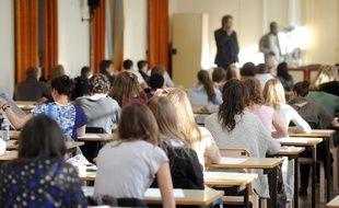 Une salle d'examen du bac au lycée Poincaré de Nancy.