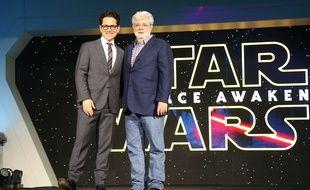 J.J. Abrams et George Lucas lors de la sortie de « Star Wars : Le Réveil de la Force ».