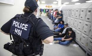 Des agents de l'ICE, le 7 août 2019, dans le Mississippi.