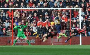Arsenal a battu Bournemouth, grâce notamment à ce but d'Ozil, le 7 février 2016.