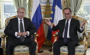 Le président russe Vladimir Poutine et français François Hollande, le 2 octobre 2015 à Paris
