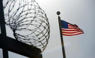 Un homme oublié cinq jours sans eau ni nourriture dans la cellule d'une prison aux Etats-Unis recevra 4,1 millions de dollars (3,1 millions d'euros) de dédommagement du gouvernement américain, rapporte la presse mercredi.